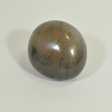 """אבן אגת במקור האגת היא אבן """"סגורה"""" שיופייה מתגלה לאחר חיתוך. לאפיס עולם הקריסטלים המרכז לאנרגיה רוחנית"""