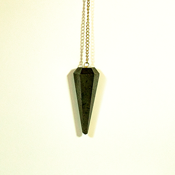 שרשרת מטוטלת עם אבן טורמלין שחור